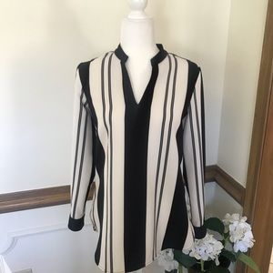 VINCE CAMUTO BLACK & WHITE BLOUSE SIZE  XS